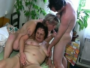 free mature threesom video