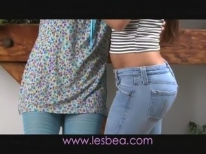 really hot teen girls kissing