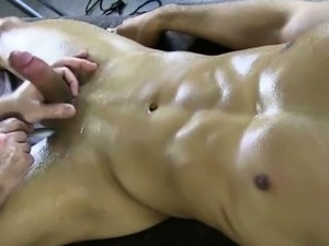 Muscle amateur gets sucked off