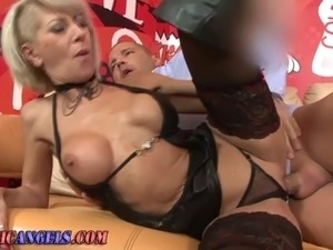 wet pussy suirting