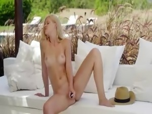 nude pictures of beautiful blonde girls