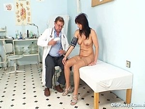doctors fingering busty black women