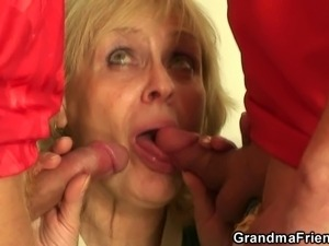 free mom gives ass sex pics