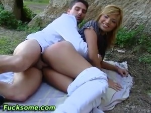 Euro babe outdoor fuck and facial