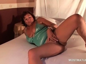 mature strip tease webcam