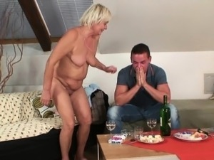 mom fingering girl
