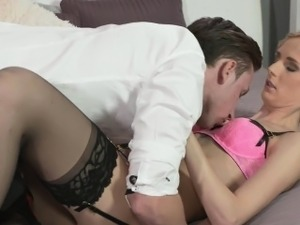 girl in sexy lingeri fuckin video