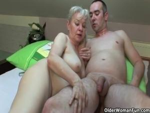 mature mom movies xhamster