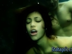 videos of girls swimming underwater