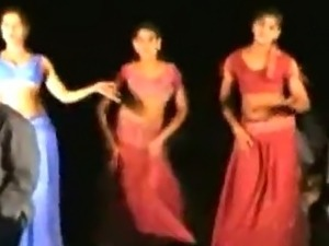 Super hot girls dancing