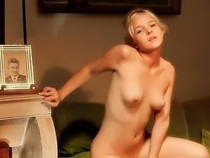pussy rubbing on spycam to orgasm