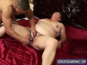 wife sucks large dick