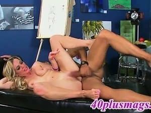 blondes naked mature pussy