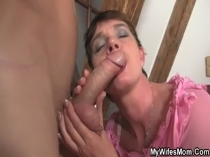 eating my mother in laws pussy