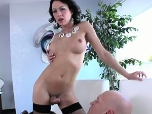Glamour amateur shemale rammed by dude