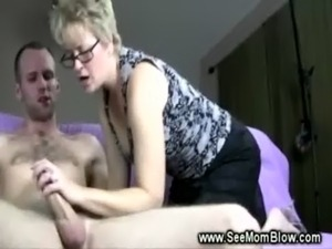 mother daughter lick pussy
