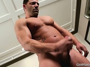 Meaty muscled gay guy beating off part5