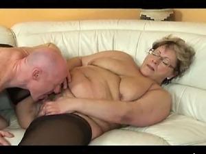 Geile Oma laesst sich bumsen