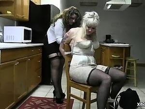 mature gonzo lesbian