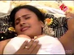 actors pressing boobs in saree videos