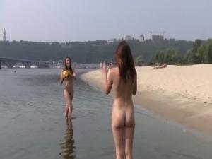 ebony teen nude in public