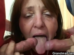 mom makes me lick her pussy