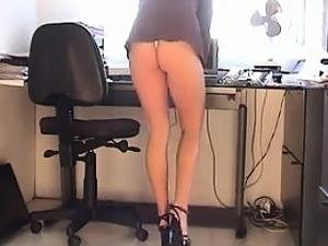 upskirt flashing pussy