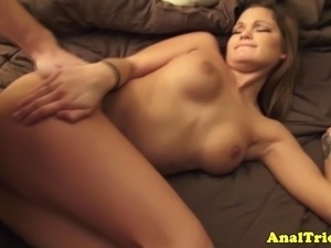 Amateur girlfriend takes it in the ass