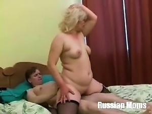 mature mom and young boy sex