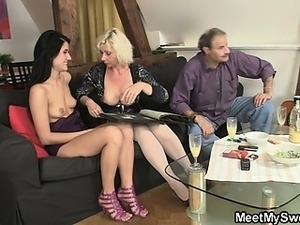 milf mom gets pussy filled