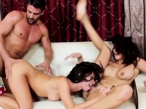 Teen and wife cum swap in threesome