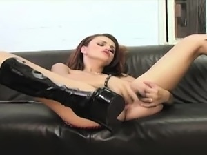 slutload petite brunette sucking big dick