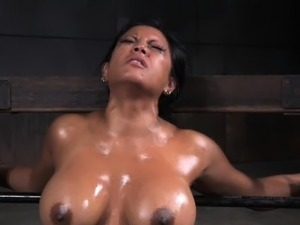 bdsm black girl whipping