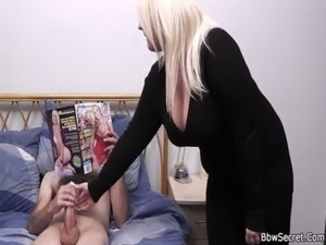 wife gets pussy fingerd