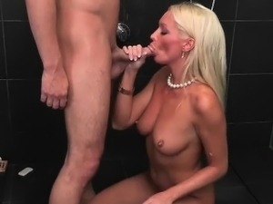 Lusty Stepmom Blows Boyfriend Of Stepdaughter