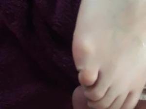 girls feet lick