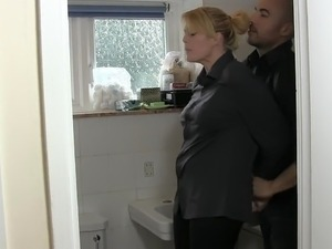 blonde housewife breakin sex