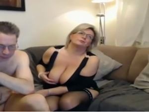 mom caught daughter video porn