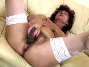 son cums inside moms pussy