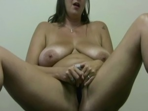 amateur girl thumbs solo