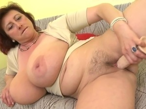 pussy rubbing with bizarre objects tube