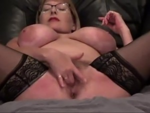 HUGE MASSIVE NATURAL BOOBS MILF SQUIRTS ON WEBCAM