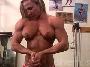 girls in gym shower videos