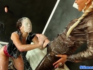 free bukkake facial cumshot videos latina