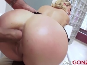 hot blonde pussy xxx