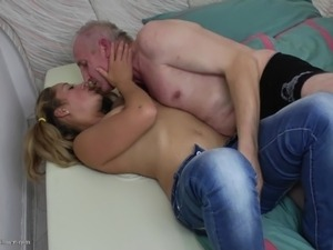 pigtail girl deep throat