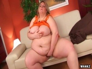 naked young natural mom