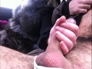 amateur girlfriend gives handjob in car