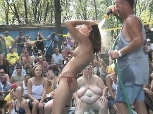 girls dancing together sexy