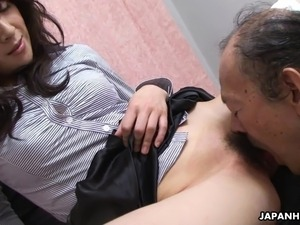 hot girl eating pussy